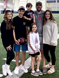 Rhett Walker Hangs With Family